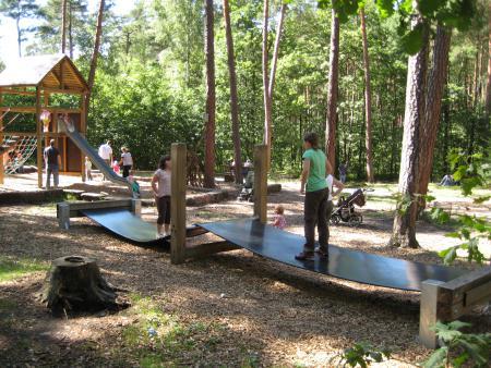 Balance-Steg am Spielplatz