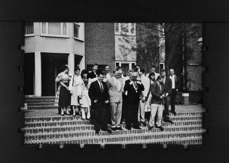 Auf der Rathaustreppe in Haelen