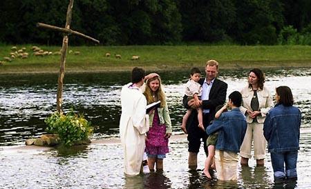 Taufe in der Elbe