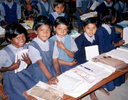 6b Kinder im Unterricht.JPG