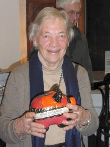 Frau Wiese sammelt für die vielen Aufgaben des Museumsvereins.