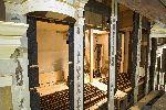 Die barocke Fassade wurde auf das Renaissance Gehäuse aufgenagelt