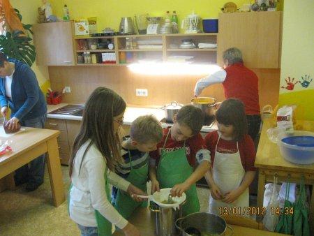 Kinderküche 2.JPG