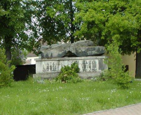 _wsb_458x375_Denkmal+im+Sommer.JPG