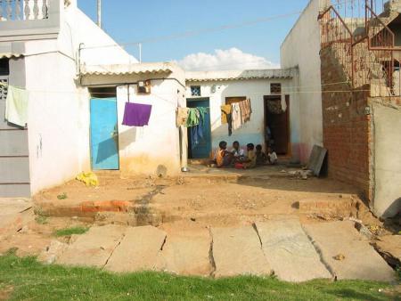 a74 0130 Slum kl.jpg