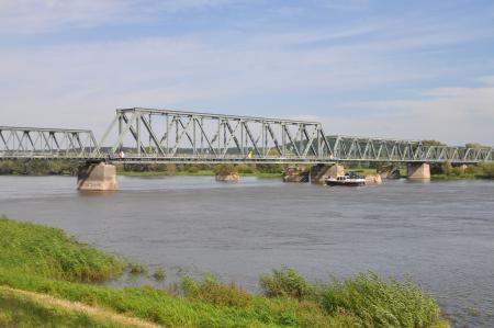 ehemalige Eisenbahnbrücke über die Oder bei Bienenwerder
