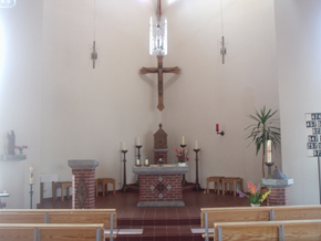 Altar in der Kirche Maria Königin