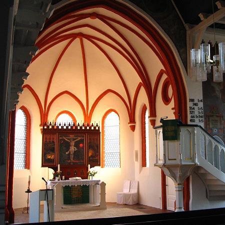 Altarraum mit Kanzel