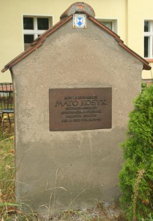 alter Kosyk-gedenkstein aufgenommen 2013