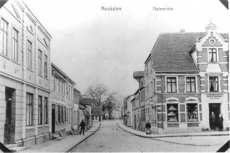 Ansichtskarte Töpferstraße, um 1910, rechts das Geschäft von A. G. Fischer