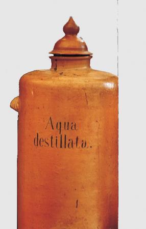 Aqua destilat