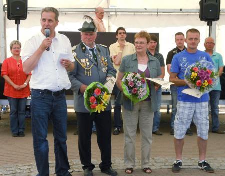 Für ihre ehrenamtliche Tätigkeit wurden beim Stadtfest am 27.5.2012 ausgezeichnet: Volker Krüger, Hannelore Dietzel und Mario Heinzel (von links).