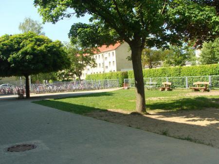 Schule_Hof1