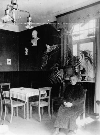 Im Wartesaal II. Klasse, Bahnhof Neukalen 1910