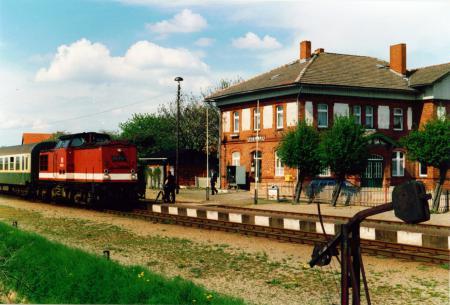 Am 1.6.1996 fährt der Zug auf der Strecke Malchin - Neukalen - Dargun zum letzten Mal
