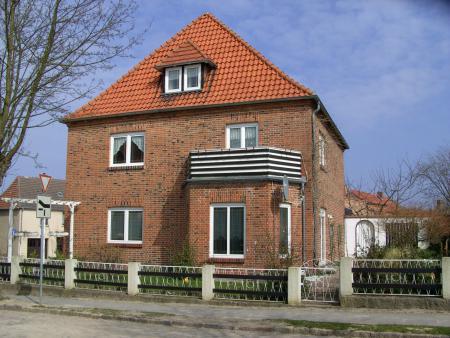 In diesem Haus, Bahnhofstraße 17a, hatte Frau Elfriede Voigt ihre Praxis