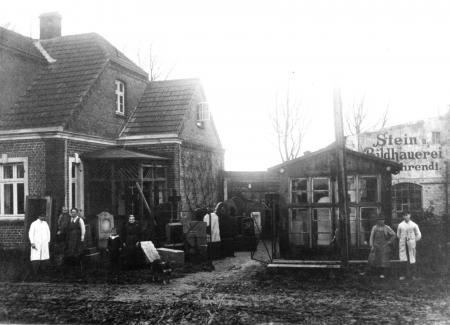 Wohnhaus und Geschäft des Steinmetzmeisters Georg Behrendt an der Darguner Straße (um 1920)
