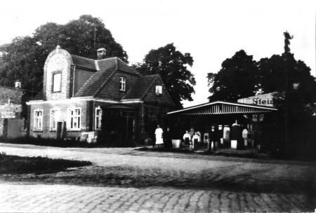 Wohnhaus und Geschäft des Steinmetzmeisters Georg Behrendt an der Darguner Straße (um 1930)
