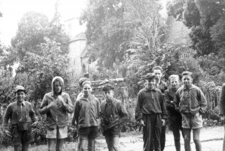 Fahrradfahrt zu den Ausgrabungen in Behren-Lübchin mit Pastor Theuerkauf am 22.7.1959 (2)