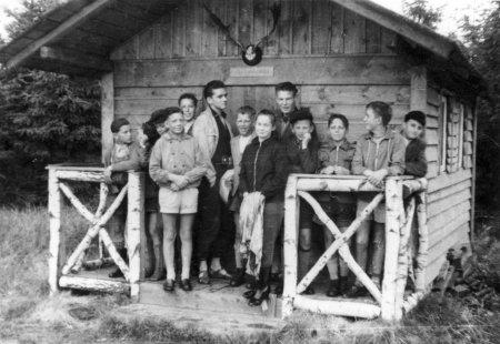 Fahrradfahrt zu den Ausgrabungen in Behren-Lübchin mit Pastor Theuerkauf am 22.7.1959 (3)