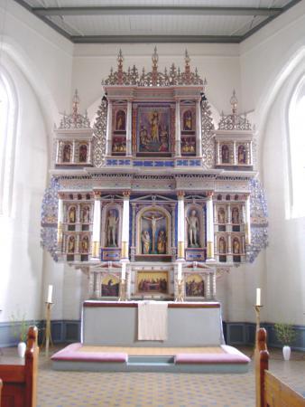 Der Altar in der Kirche von Neukalen. Vor diesem Altar muss mein Vorfahr Friedrich Gierz (Görtz) am 6.12.1788 getauft worden sein.