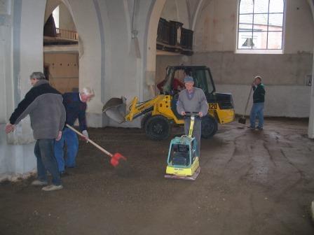 Wiederherstellung des Bodens im Rahmen der Sanierungsarbeiten