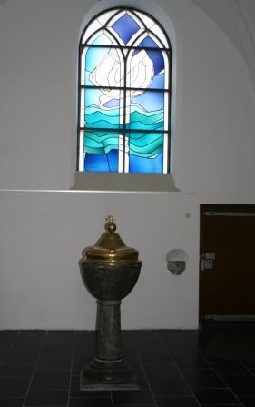 Taufstein aus dem Jahre 1762 in der Taufkapelle der Alten Kirche
