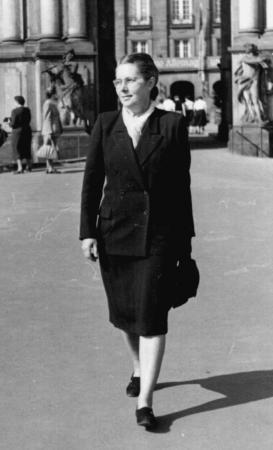 Frau Otto 1958 in Dresden