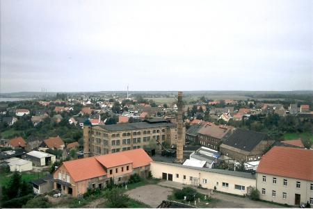 Blick vom Roten Turm – im Vordergrund die alte Fabrik