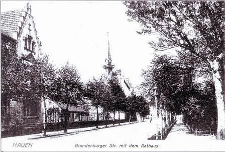 Brandenburger Straße mit Rathaus