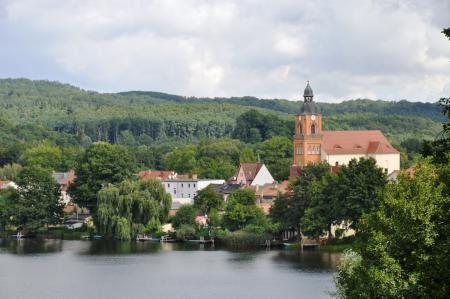 Blick auf die Stadtpfarrkirche Buckow
