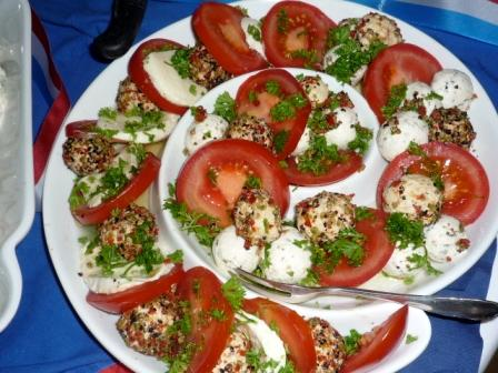 Bunte Tomaten Frischkäse Platte.JPG
