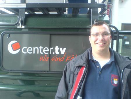 Thomas Lievenbruck vor dem CenterTV Sendewagen