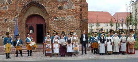 Die Mitglieder des finnischen Traditionsvereins aus Oravais besichtigten auch die Kirche