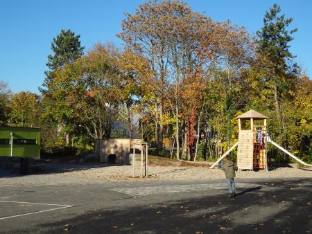 Schulhof 1.JPG