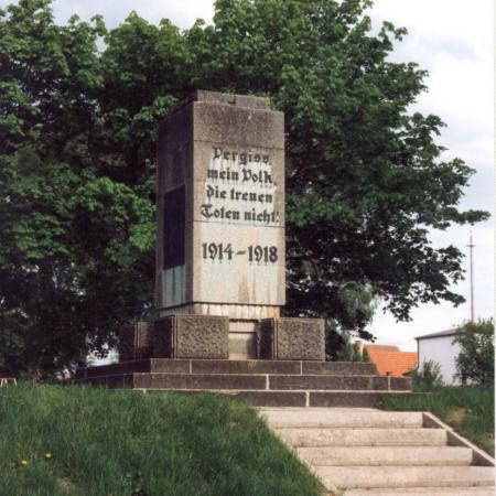 Das Denkmal für die Gefallenen des I. Weltkrieges (Foto von 1993)