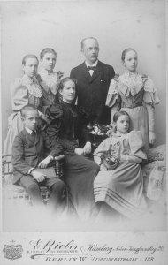 Die Familie G. Hermann Stoltz