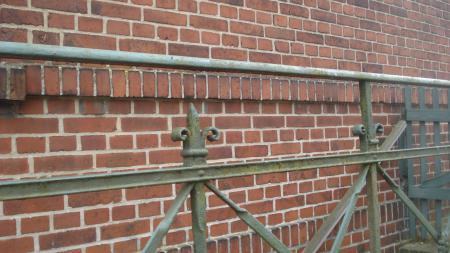 DSC03207.JPG-Geländer-Kellerabgang.jpg