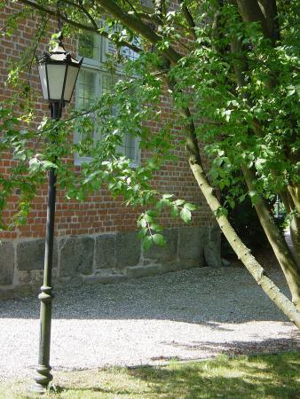 Gruftkapelle, Laterne und Grün