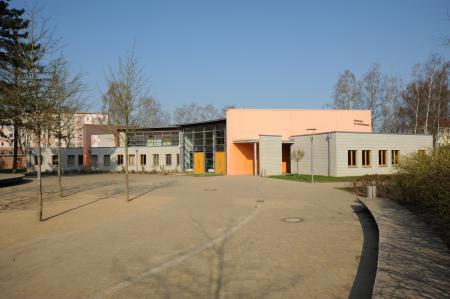 Schulhaus_Hofansicht