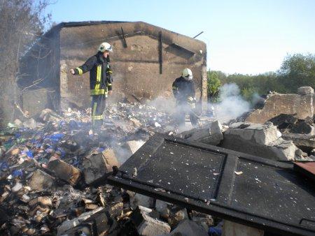 Lagerhallenbrand Lauterbach Nachlöscharbeiten