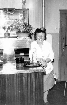 Frau Elly Mell führte die Gaststätte bis zum 31.12.1989
