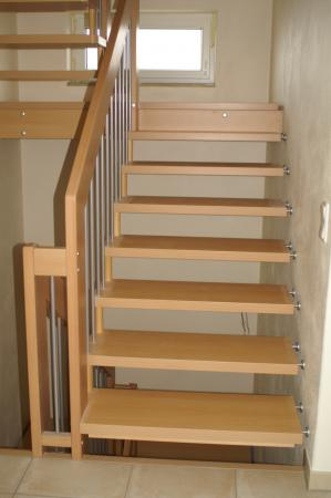 Einfamilienwohnhaus Grettstadt Fam. M. Detail Treppe.JPG