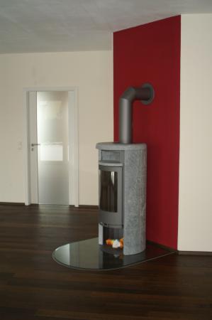 Einfamilienwohnhaus Grettstadt Fam. M. Detail Zimmertüre+Kaminofen.JPG