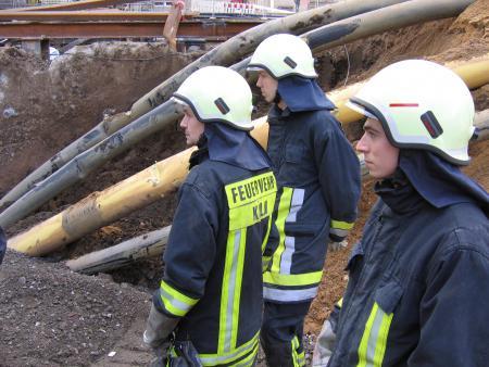 Drei Strundener Kameraden in der Baugrube