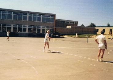erste Tennisplätze