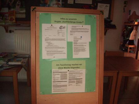 Faustlosinformationstafel für die Eltern