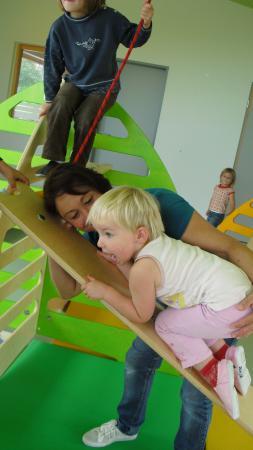 Kind im Bewegungsraum