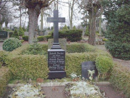 Grabstelle Hartwig Fischer auf dem Neukalener Friedhof - 2004