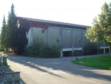 Schulgebäude 10